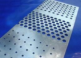rotonde, perforazioni quadrate, maglie, perforazioni scala ...